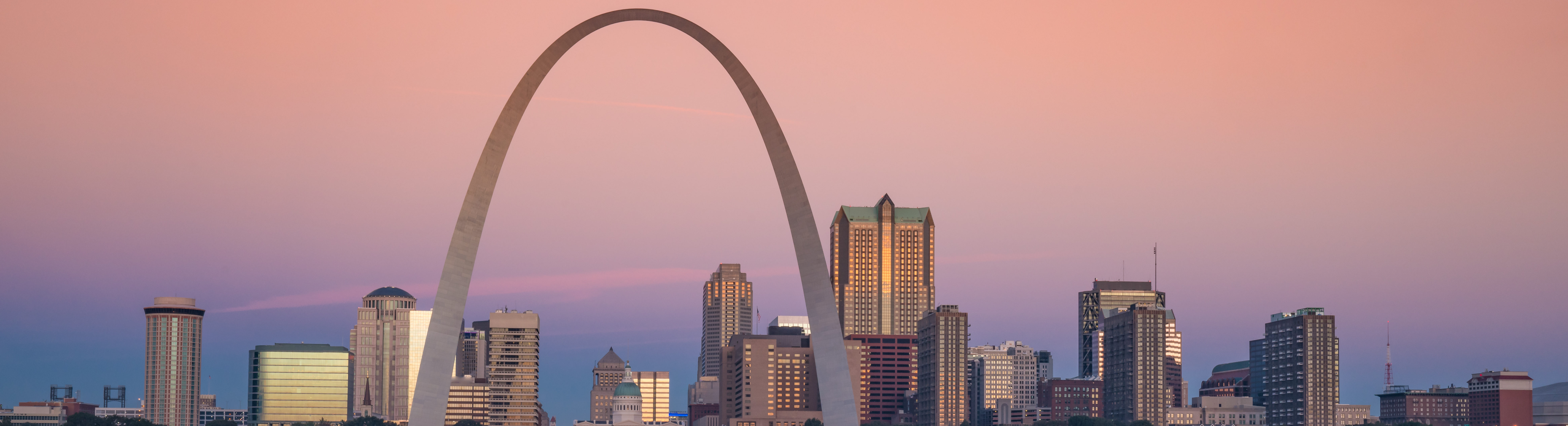This is an image of The Gateway Arch in St. Louis where ASTA-USA offers professional translation services.